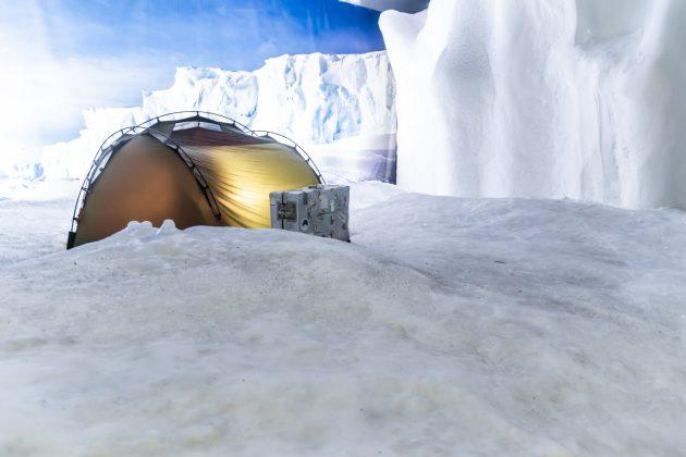 Um für die Besucher erträglich zu bleiben, hat man die Temperatur der Antarktis auf -8°C erwärmt.